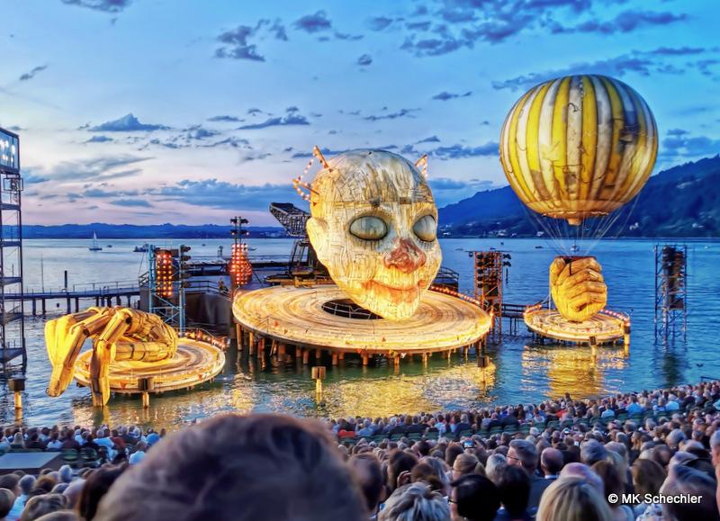 RIGOLETTO Premiere auf der Bregenzer Seebühne: Und der Clown spielt mit