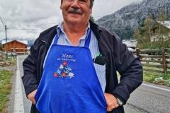 Hans: Nur mit blauem Schurz bist ein echter Südtiroler