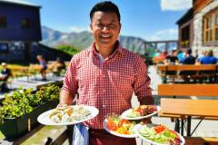 ... und serviert auch nepalesische Köstlichkeiten, 'Momos', gefüllte Teigtaschen