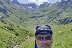 Unser Redakteur MK Schechler mit dem Tal zur Roggspitze hin