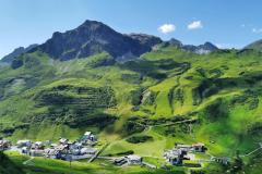 Das Ziel vor Augen: Zürs am Arlberg. Ende unseres Trailabschnittes an diesem Tag