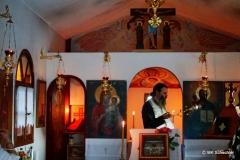 Zur Einstimmung eine griechisch-orthodoxe Messe in einer kleiner Bergkirche