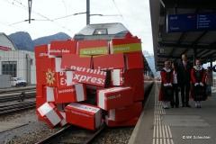 Symbolische Einfahrt des Bernina Express. Auf dem Foto 2.v.r.: Renato Fasciati, Geschäftsführer der RhB