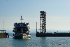 Das größte Schiff auf dem Bodensee, die MS Sonnenkönigin, fährt in den Hafen ein
