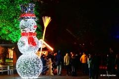 Lichtfiguren und Weihnachtsstände