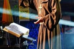 Bruder Christophorus liest den Politikern die Leviten