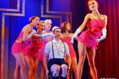 Ferkel Johnson mit Anna Cabaret und den Vegas Showgirls