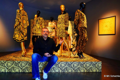 Redakteur MK Schechler allein im Museum