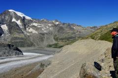Im unteren Teil ist der Gletscher etwa 300 Meter tief