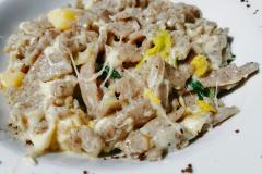 Bei uns weitgehend unbekannt: Pizzoccheri. Ein Gericht aus Buchweizennudeln mit Wirsing und Käse
