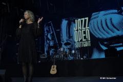 Stefanie Anhalt vom SWR moderiert seit über 10 Jahren die Jazzopen Stuttgart