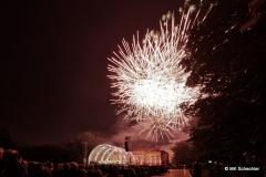 Zum krönenden Abschluss zauberten die Pyrotechniker zu den Klängen von Maurice Ravels berühmtem »Bolero« ein lange sanft startendes, später voluminöses Feuerwerk in den Nachthimmel über dem Seeschloss Monrepos.