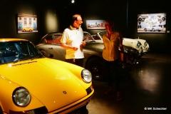 Hermann Maier informiert über Kunst und Fahrzeuge
