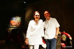 Stifterehepaar Maier in der Spotbeleuchtung des Lichtkonzeptes im Museum