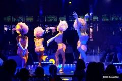 """Gestartet wird mit den bezaubernden """"Vegas Showgirls"""" ..."""