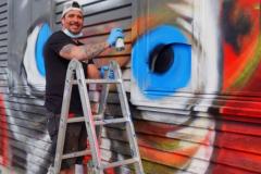 Man at work:  Jochen Laufer /  paintasticarts