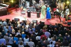 Angélique Kidjo badet im Publikum