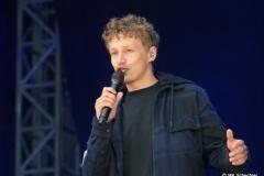 Tim Bendzko auf Autokino-Konzert-Tour