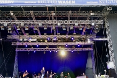 Tim Bendzko auf Autokino-Konzert-Tour eröffnet Konzertreihe beim Stuttgarter Kulturwasen