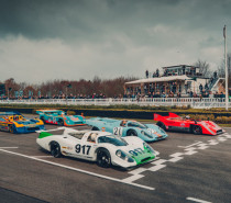 Vier Porsche 917 beim 77. Members Meeting in Goodwood