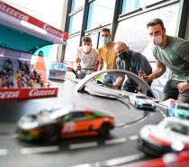 Rennfieber im Dornier Museum: Neue Erlebnisausstellung bietet Motorsport, Geschwindigkeit und Live-Action