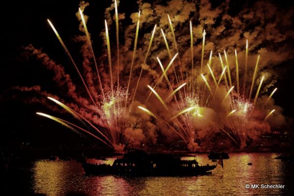 Das Seenachtfest 2016 Konstanz, Blick vom Eventschiff Sonnenkönigin auf das Feuerwerk vor Konstanz